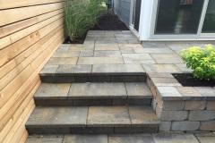 Paver-Steps-And-Retaining-Wall-Planter-Belgard