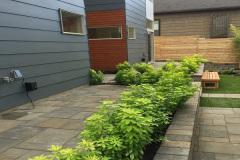 Paving-Stone-Patio-Retaining-Wall-Planting-Box-Belgard